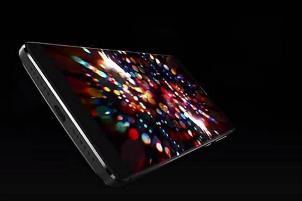 Смартфон с безрамочным дисплеем.