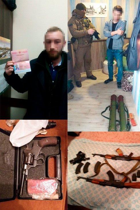 Задержанные члены экстремистской организации, оружие, и агитационная литература