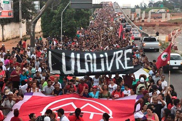 Протесты в поддержку экс-президент Бразилии Лула да Силва