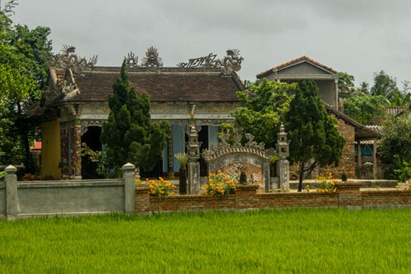 Деревенский храм в окрестностях Хюэ. Вьетнам.