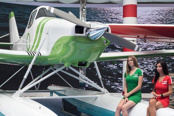 Самолёт Т-500 на поплавковом шасси
