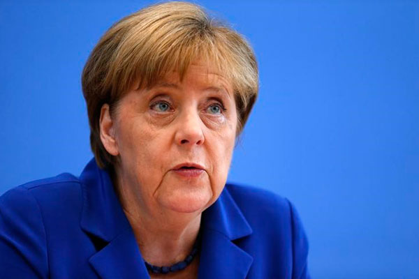 «Интегрируйте их»— Меркель предложила Siemens и Опель брать наработу больше беженцев