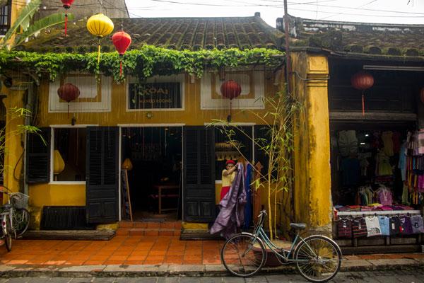 Велосипеды на улицах Хойана. Вьетнам.