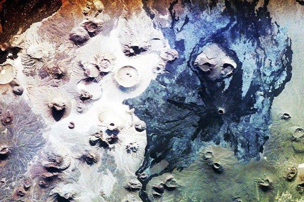 Вулканический пейзаж Харрата Хайбара (Саудовская Аравия)