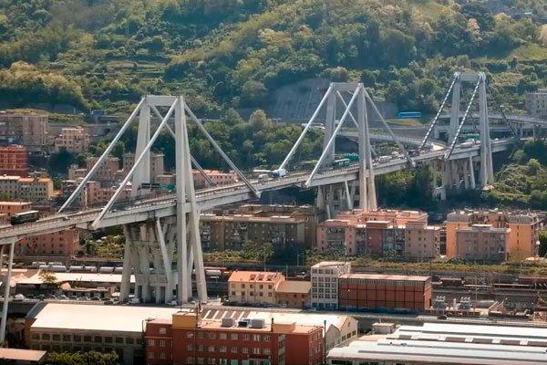 Вот так мост в Генуе выглядел до разрушения