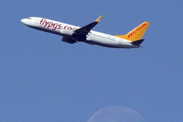 СМИ сообщили  опострадавших вТурции, где самолет повис насклоне