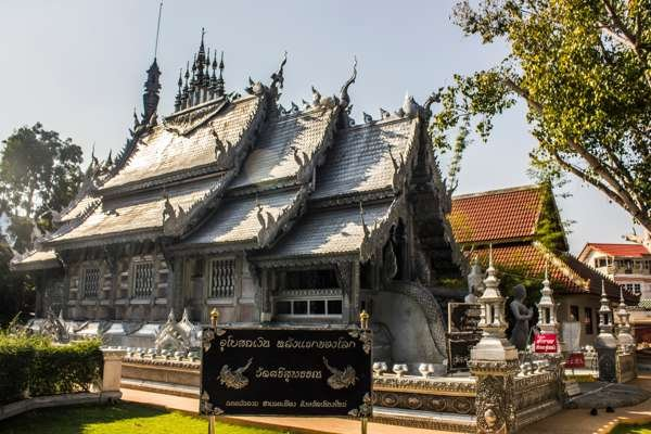 Серебряный храм (Wat Sri Suphan).