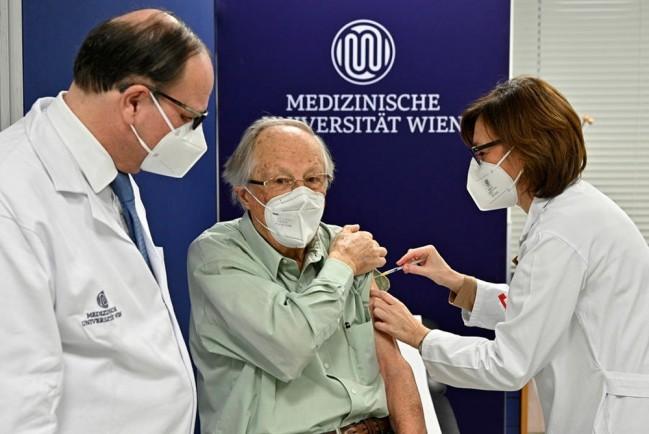 В Норвегии после прививки от COVID-19 вакциной Pfizer умерли более 100 человек, в Австрии – более 40