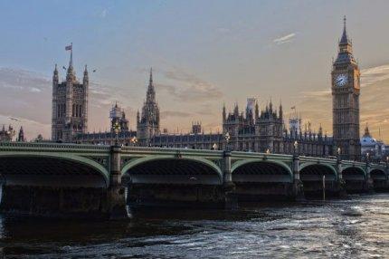 Трудовых мигрантов выдворят из Великобритании.