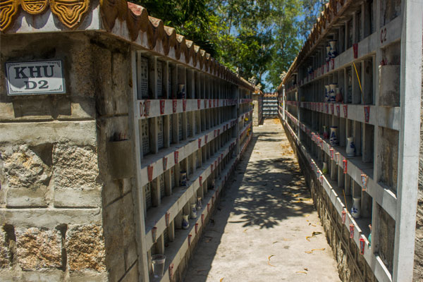 Буддийское кладбище в Нячанге. Вьетнам.