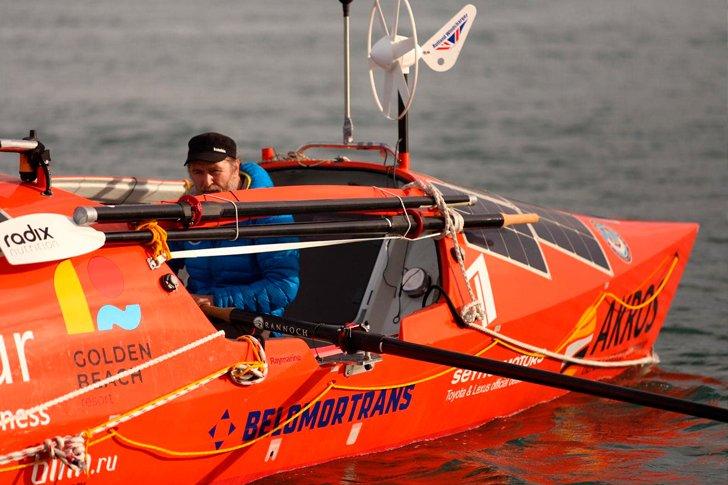 Тренировочный заплыв Федора Конюхова на лодке «Акрос»