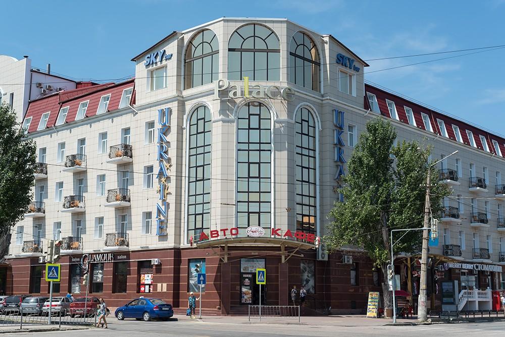 """Гостиница """"Украина"""" в дешевой китайской плитке. Евпатория"""