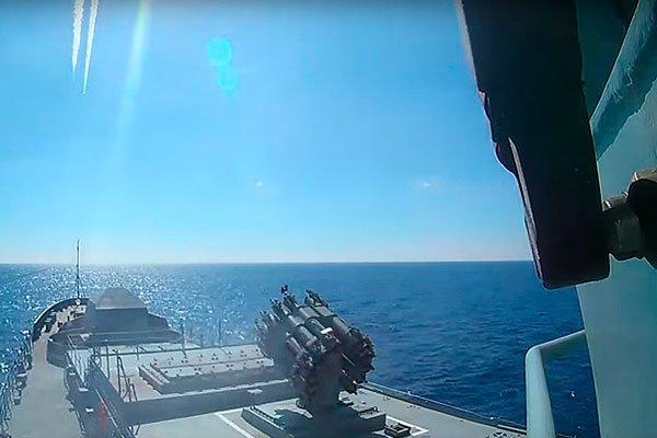 Запуск крылатых ракет «Калибр» с корабля