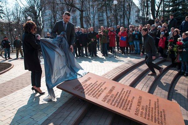 Виталий Кличко открывает в Киеве сквер имени Бориса Немцова