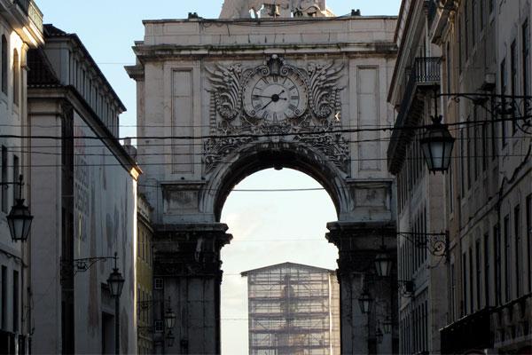 Триумфальная арка (порт. Arco do Triunfo) в Лиссабоне.