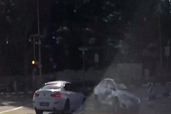 Видео ДТП смашиной призраком «сломало» мозг пользователям Сети