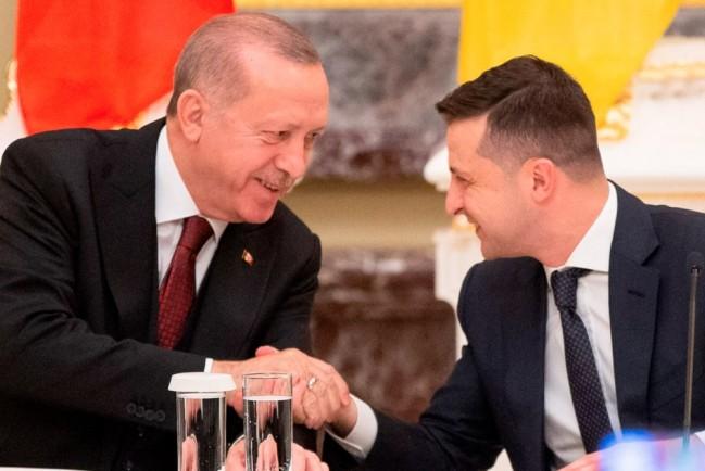 На фоне вспышки Covid-19, Зеленский отправляет своих туристов в Турцию в знак благодарности Эрдогану