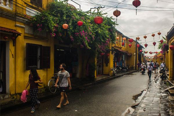 Пешеходная зона в старом городе Хойан. Вьетнам.