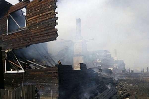 Три многоквартирных дома сгорели под Вологдой.