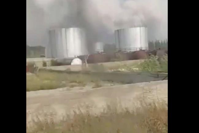 Лесной пожар приближается к огромному нефтехранилищу в якутском поселке Сангар