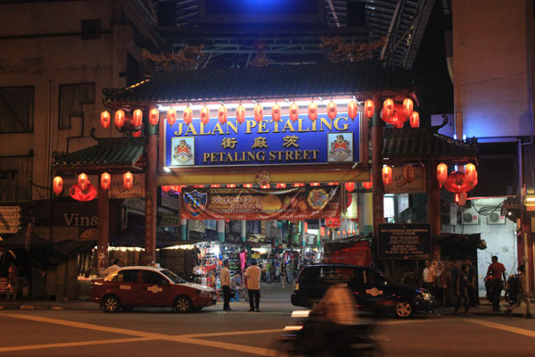 Вечерний Чайнатаун в Куала-Лумпуре. Малайзия.
