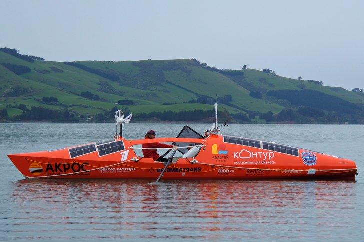 Конюхов во время тестовых заплывов на весельной лодке
