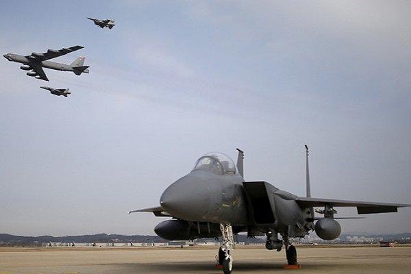 Американские военные самолеты на авиабазе Осан, Южная Корея, 10 января 2016 года
