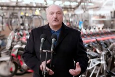 Лукашенко: Украина рухнула, а Беларусь ещё держится