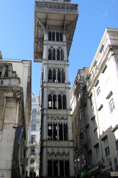 Элевадор-ди-Санта-Жушта (порт. Elevador de Santa Justa) . Лифтовой подъёмник в Лиссабоне.