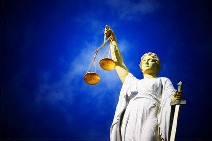 Статуя Фемиды, богини правосудия.