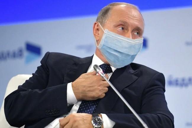 Путин самоизолировался от коронавируса