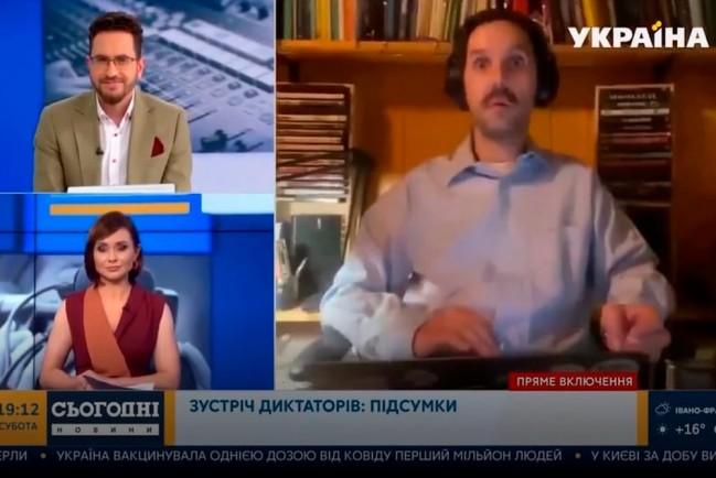 В эфире журналист «Дождя» показал голые прелести своей подруги-оператора