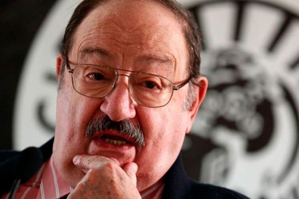 Итальянский писатель Умберто Эко.