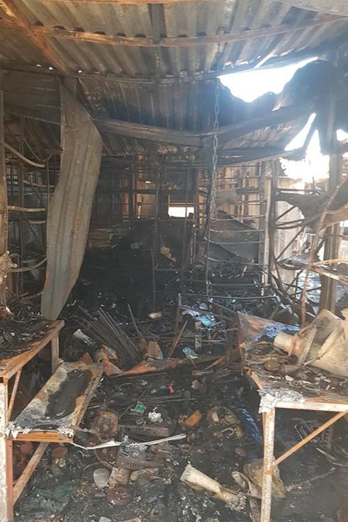 Сгоревшее торговое место на рынке в Геленджике