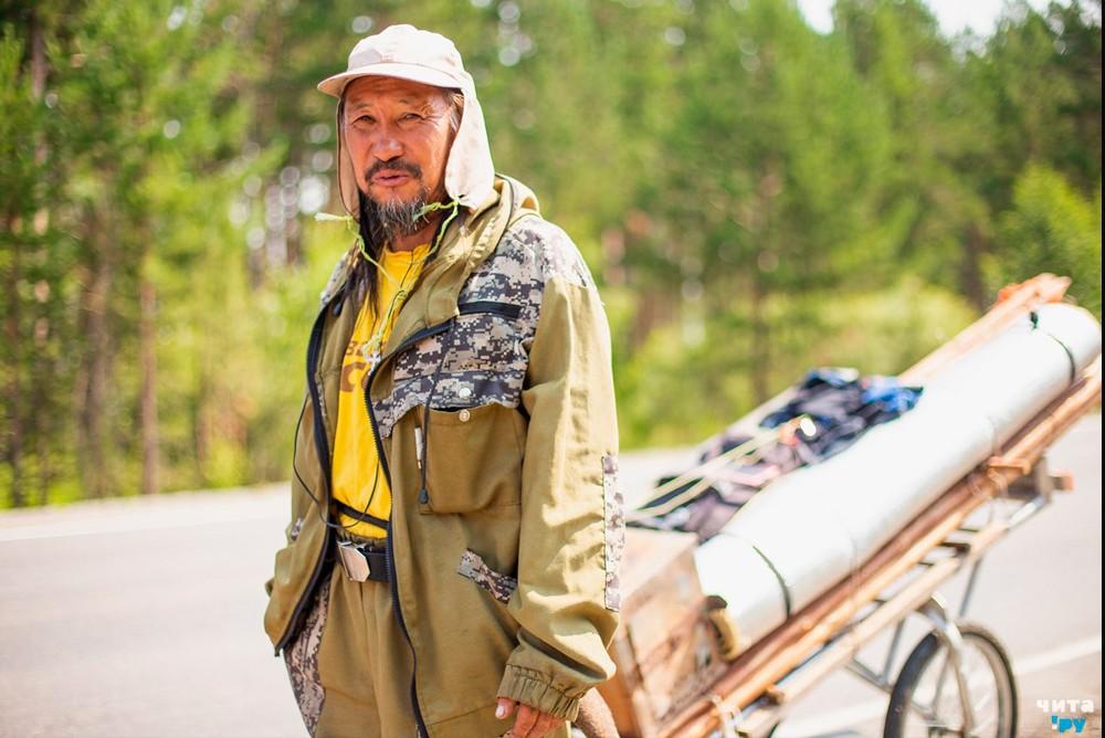 Якутский шаман Александр Габышев, идёт «изгонять Путина»