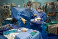 Работа врачей в операционной