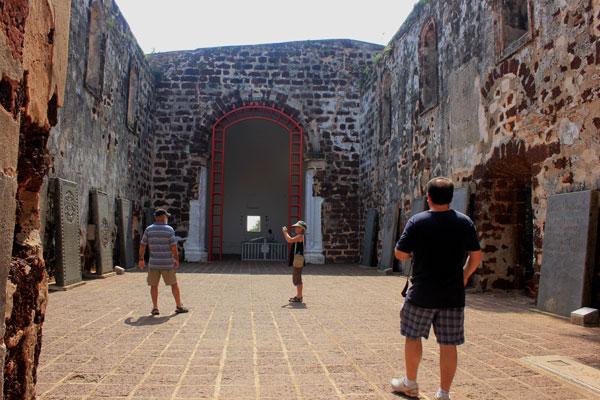 Руины церкви святого Павла.