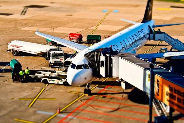 Пассажирский терминал с рукавом в аэропорту
