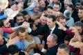 Башар Асад с людьми