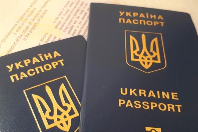 Жителей Крыма заставляют избавляться от украинских паспортов