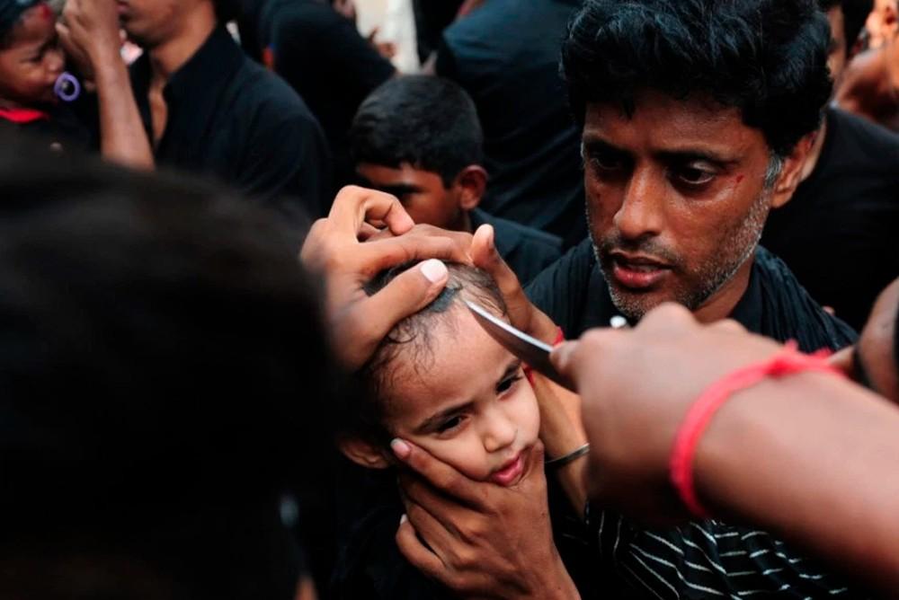 В кровавый День Ашура даже детям разрезают головы