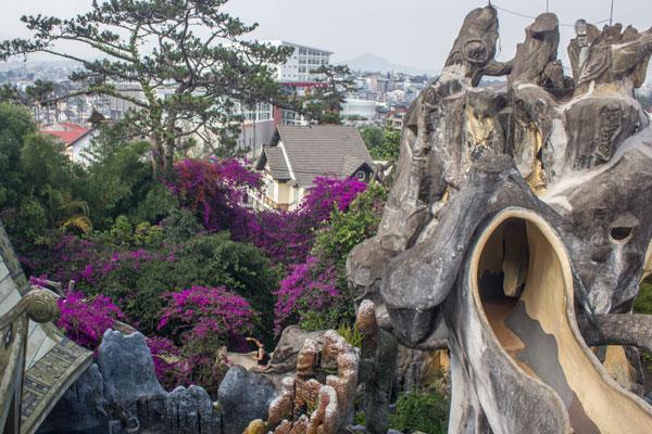 """Необычная архитектура отеля """"Crazy House"""" в Далате."""