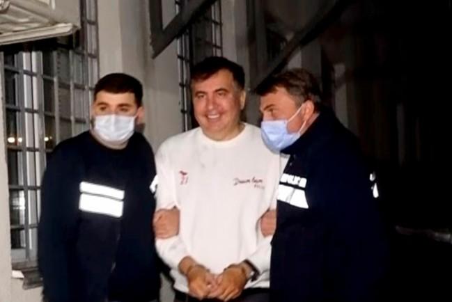 Саакашвили объявляет голодовку и требует встречи с украинским консулом