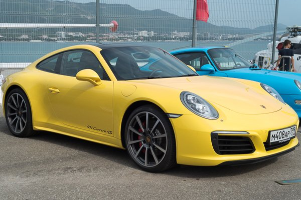Жёлтенький Porsche 911