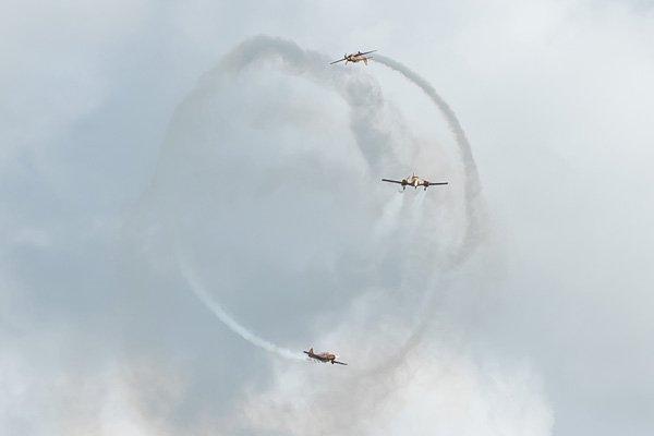Фигуры высшего пилотажа в небе над Геленджиком