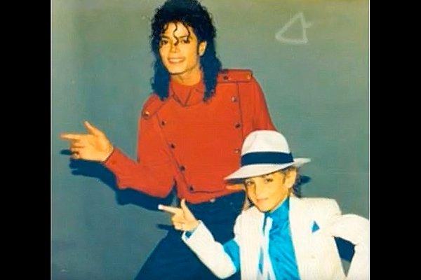 Фотография Майкла Джексона с ребёнком