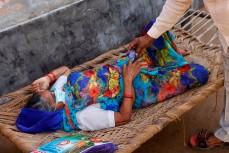 В Индии врачи вырезают глаза тысячам пациентов из-за «чёрной плесени»