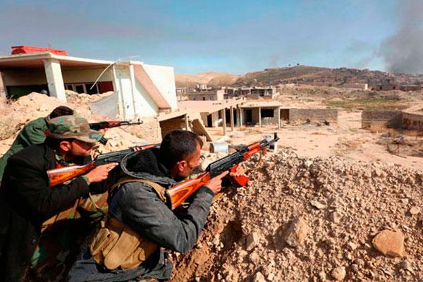 Курдское ополчение ведёт бой с ИГИЛ.