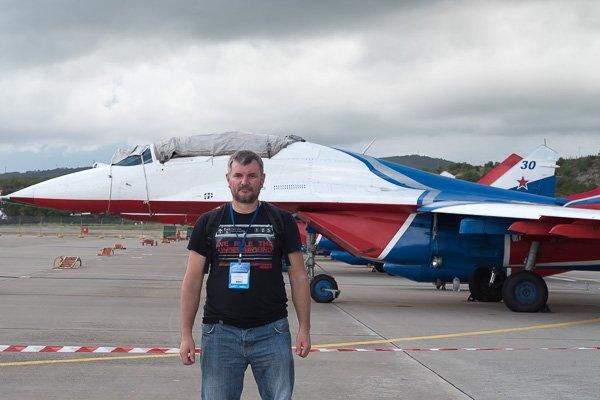 Я на фоне МиГ-29 пилотажной группы «Стрижи»