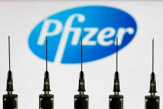 В Израиле у 13 человек парализовало лицо после прививок Pfizer